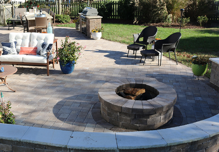 Ashland Fire Pit and English Cobble Pavers in Coastal Tan