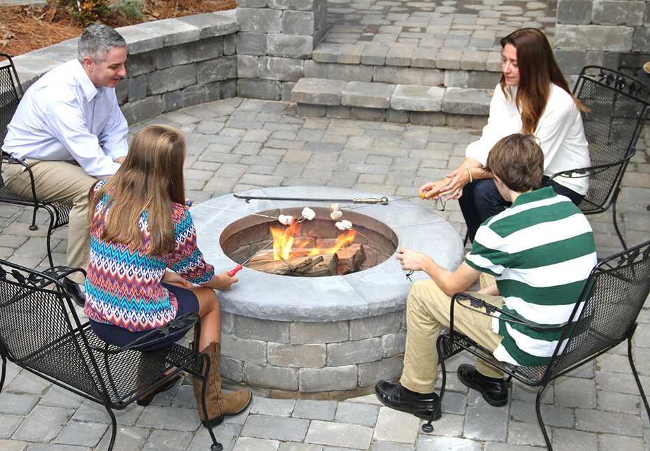 Ashland Fire Pit & English Cobble Pavers in Fieldstone