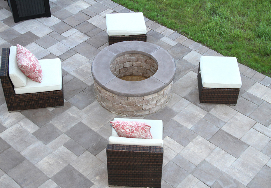 Ashland Fire Pit in Coastal Tan | York Tile Pavers in Mesquite & Coastal Tan