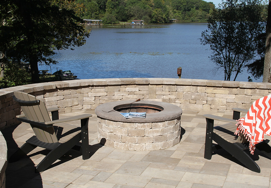 Ashland Fire Pit & York Tile Pavers in Coastal Tan
