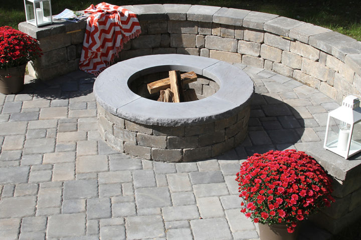 Ashland Fire Pit, Stonegate Wall & Classic Cobble 4pc Pavers in Fieldstone