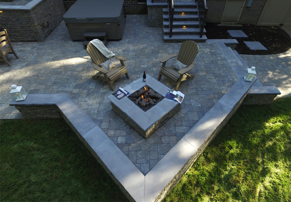 Carriage Stone Pavers & StoneLedge Fire Pit in Fieldstone
