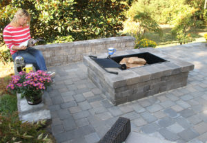 Yorkshire Rectangle Fire Pit, Stoneledge Wall & English Cobble Pavers in Fieldstone