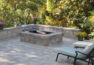 Yorkshire Rectangle Fire Pit & Stoneledge Wall in Fieldstone
