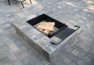 Yorkshire Rectangle Fire Pit & English Cobble Pavers in Fieldstone