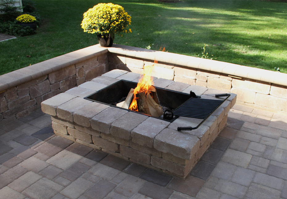 Yorkshire Rectangle Fire Pit & Classic Cobble 4pc Pavers in Coastal Tan