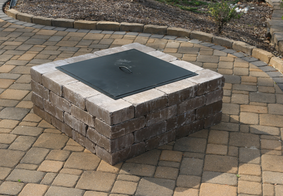 Yorkshire Square Fire Pit in Mesqute