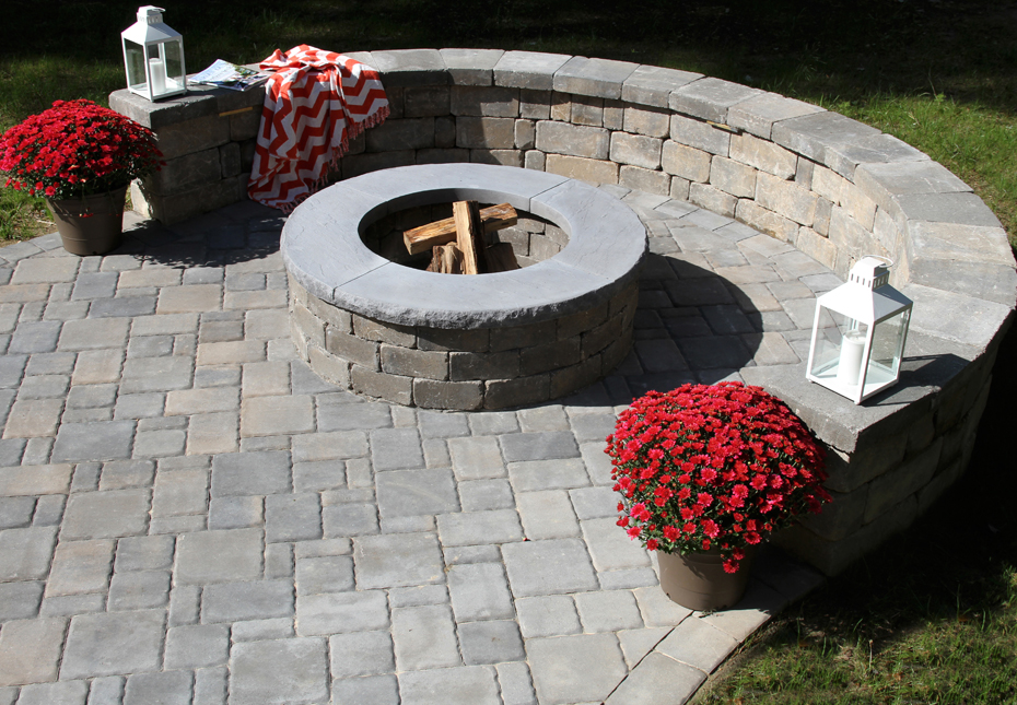 Classic Cobble 4pc Pavers, Stonegate Wall & Ashland Fire Pit in Fieldstone