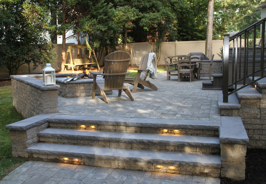 Carriage Stone Pavers, StoneLedge Wall & StoneLedge Fire Pit in Fieldstone | Rock Face Wall Caps & Step Treads in Charcoal