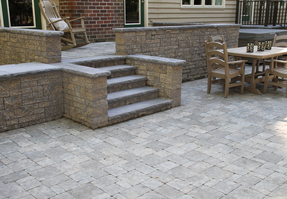 Carriage Stone Pavers & StoneLedge Wall in Fieldstone | Rock Face Wall Caps & Treads in Charcoal