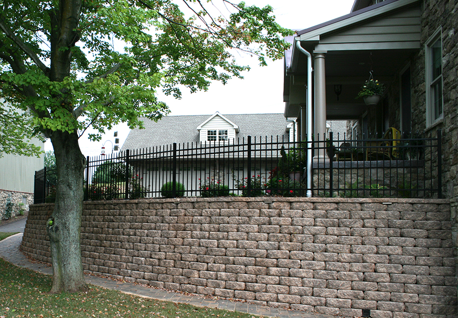 Regal Stone RockFace Wall in Coastal Tan