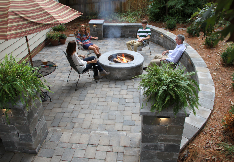 English Cobble Pavers & Ashland Fire Pit in Fieldstone