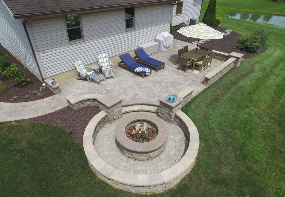 Stoneledge Fire Pit & Napa Wall in Mesquite
