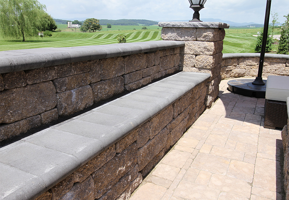 Napa Wall in Fieldstone | Coping in Midnight