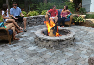 Rosetta Belvedere Fire Pit in Canyon | Rosetta Belvedere Wall in Ash/Canyon/Saddle Mix | English Cobble 4pc Pavers in Granite/Fieldstone Mix