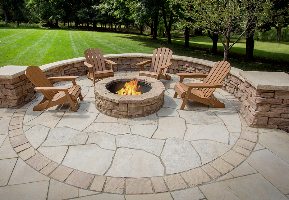 Rosetta Belvedere Fire Pit, Rosetta Grand Flagstone & Rosetta Belvedere Wall in Saddle