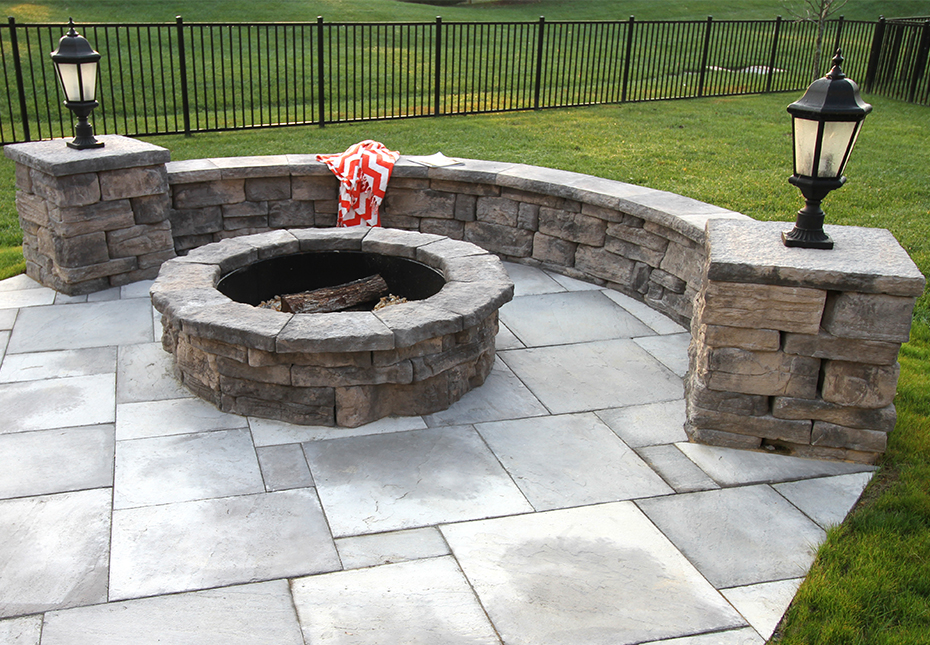 Rosetta Belvedere Wall, Dimensional Coping & Column Caps & Belvedere Fire Pit in Canyon | Rosetta Dimensional Flagstone in Ash