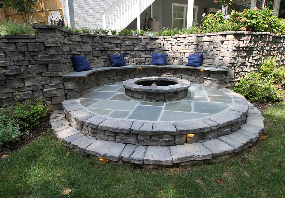 Rosetta Belvedere Wall & Belvedere Fire Pit in Canyon