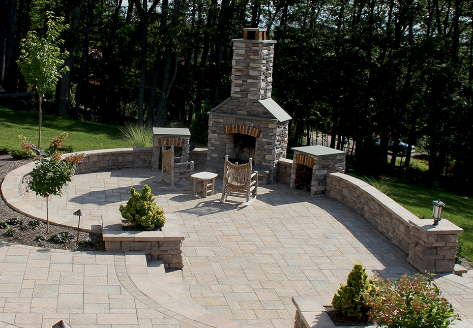 Rosetta Belvedere Wall & Rosetta Dimensional Coping & Column Caps in Saddle | York Tile Pavers in Mesquite & Palmetto