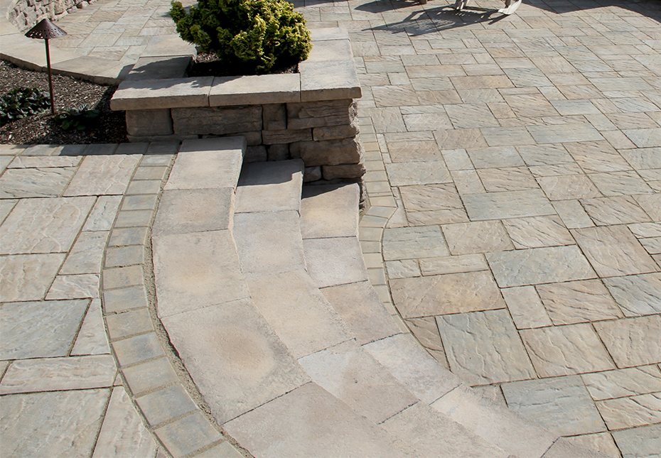 Rosetta Dimensional Coping & Column Caps & Rosetta Belvedere Wall in Saddle | York Tile Pavers in Mesquite & Palmetto Mix