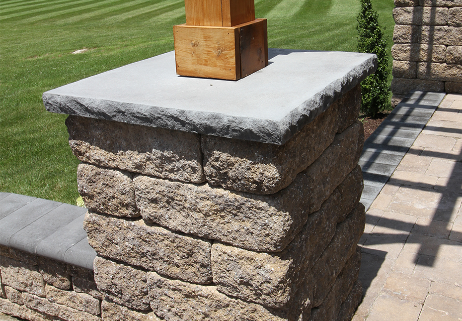 Rock Face Flat Column Cap in Charcoal | Napa Wall in Mesquite