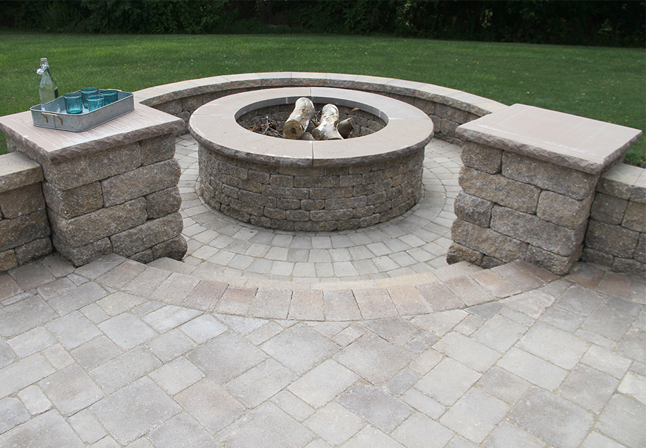 Rock Face Flat Column Cap in Sand | Stoneledge Fire Pit & Napa Wall in Mesquite