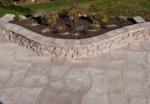 Rosetta Grand Flagstone, Rosetta Belvedere Wall & Rosetta Dimensional Coping in Saddle