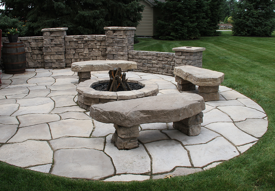 Rosetta Irregular Steps, Grand Flagstone, Belvedere Wall & Belvedere Fire Pit in Canyon
