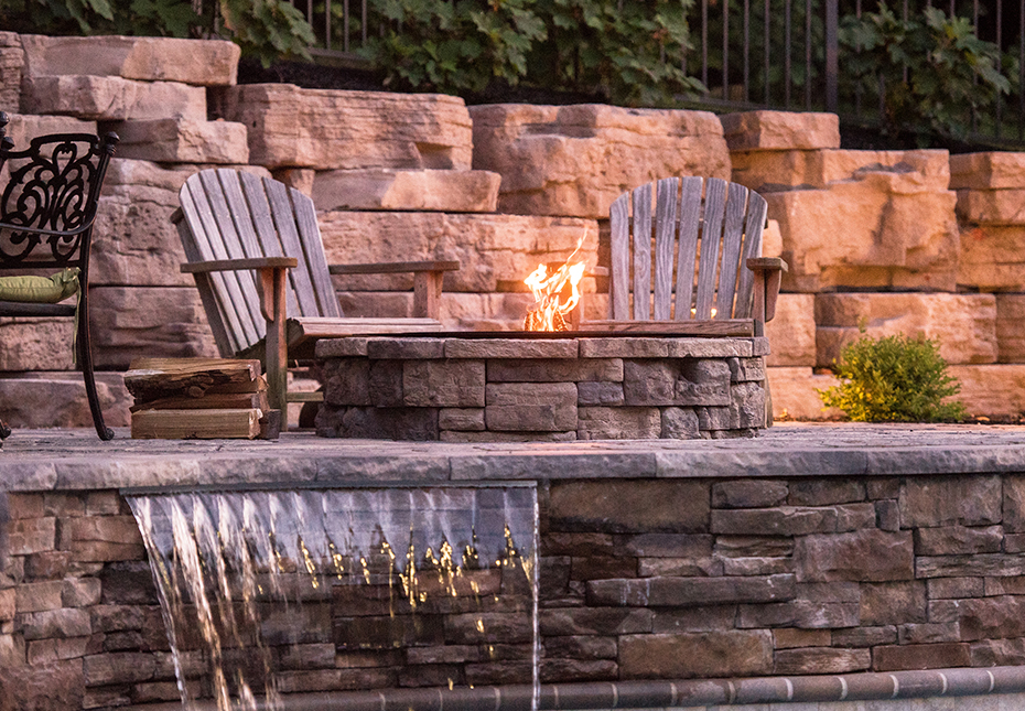 Rosetta Outcropping Wall in Saddle | Rosetta Belvedere Fire Pit in Canyon