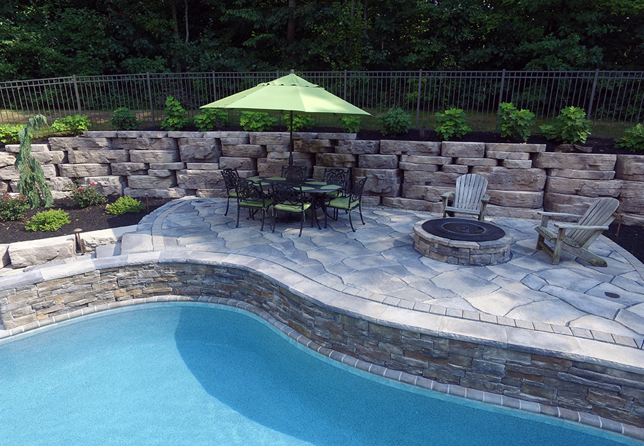 Rosetta Outcropping Wall in Saddle | Rosetta Grand Flagstone & Rosetta Belvedere Fire Pit in Canyon
