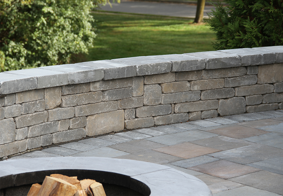Stonegate Wall & Stonegate Wall in Fieldstone | York Tile Pavers in Multi