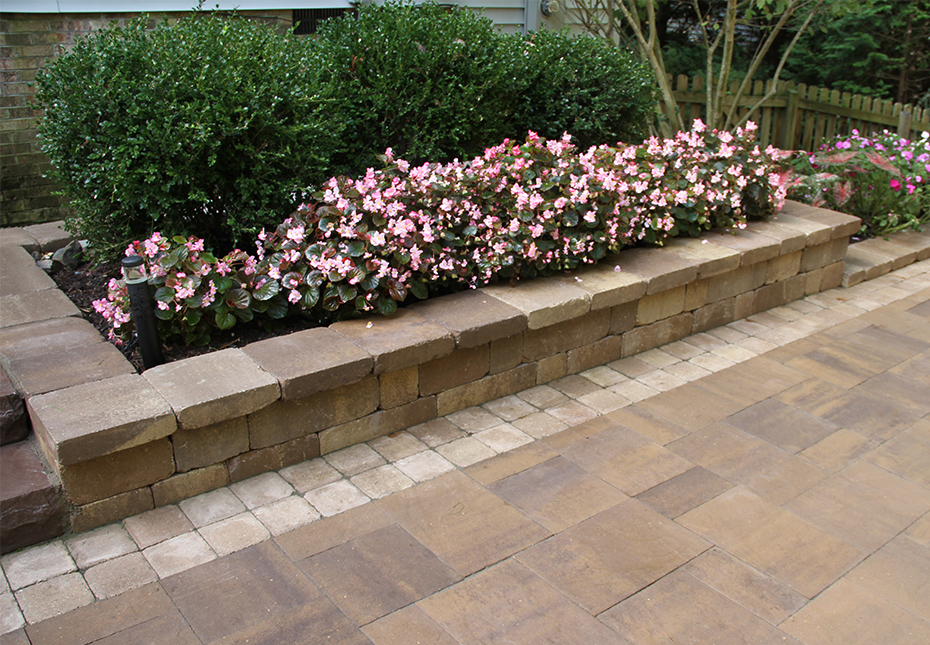 Stonegate Wall & York Tile Pavers in Mesquite