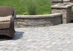 StoneLedge Wall in Fieldstone | Classic Cobble Pavers in Fieldstone & Granite Mix