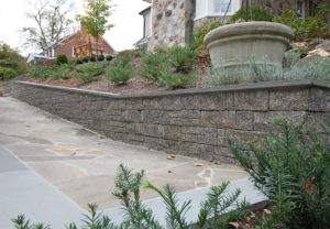 StoneLedge Wall in Fieldstone