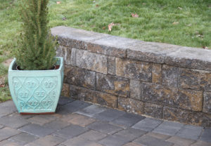 StoneLedge Wall & Classic Cobble Pavers in Fieldstone