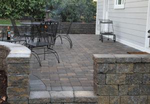StoneLedge Wall & Classic Cobble Pavers in Fieldstone