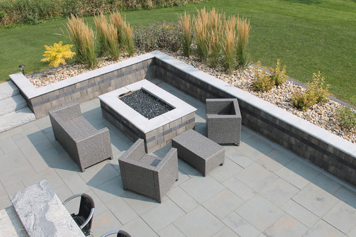 Stonegate Contemporary Wall in Fieldstone