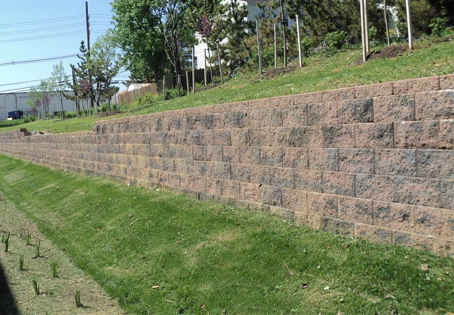 Compac Wall in Fieldstone