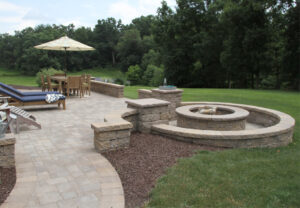 Stoneledge Fire Pit & Napa Wall in Mesquite | Rock Face Column Caps in Sand
