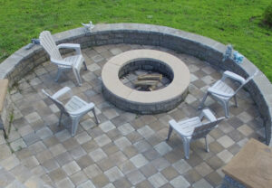 Stoneledge Fire Pit & Stoneledge Wall in Mesquite